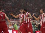 Divoký zápas Gréckeho pohára, diváci hádzali svetlice