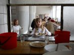 V školskej jedálni mali potraviny po dátume spotreby