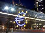 Euro oslabilo voči jenu, ale stúplo oproti doláru
