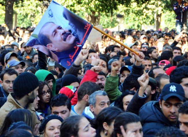 Tuniskí vandali zničili sochu zavraždeného opozičného lídra