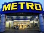 Metro škrtá náklady, manažérom stopne drahšie lety