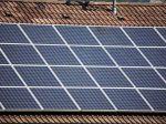 Solárne panely môžu zapáliť Európanom strechy, strhnú ich