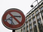 Francúzsko musí znížiť deficit rozpočtu, tvrdí člen ECB