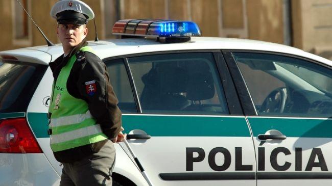 Obyvatelia Plaveckého Štvrtka napadli policajtov