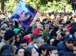 Desaťtisíce Tunisanov sa lúčilo s lídrom, boli aj násilnosti