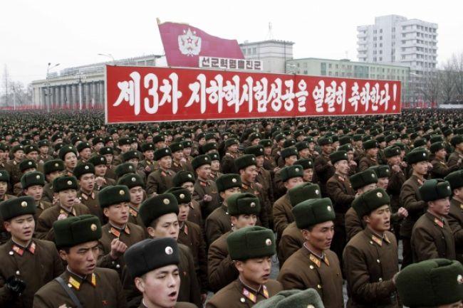 Odvahu vodcu KĽDR oslavovalo v uliciach stotisíc ľudí