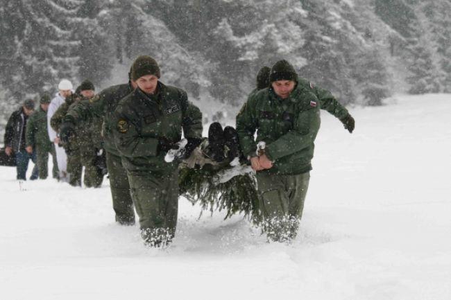 Posádky vrtuľníkov mali extrémny zimný výcvik