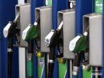Naftu a benzín na Slovensku natankujete za vyššiu cenu