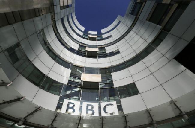 Novinári BBC ohlásili štrajk, prepúšťanie odmietli