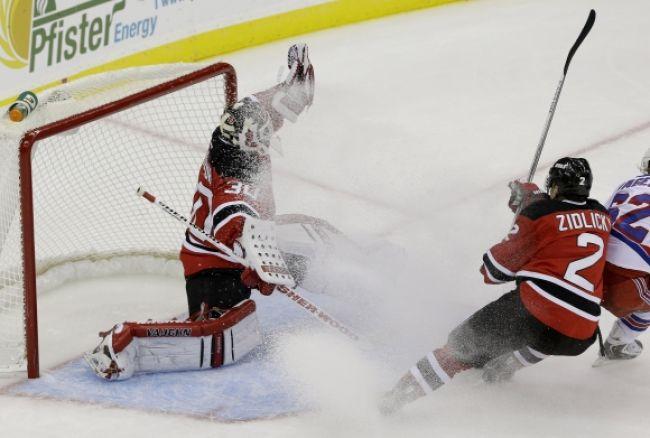 Hviezdami uplynulého týždňa NHL boli Kane, Benn a Brodeur