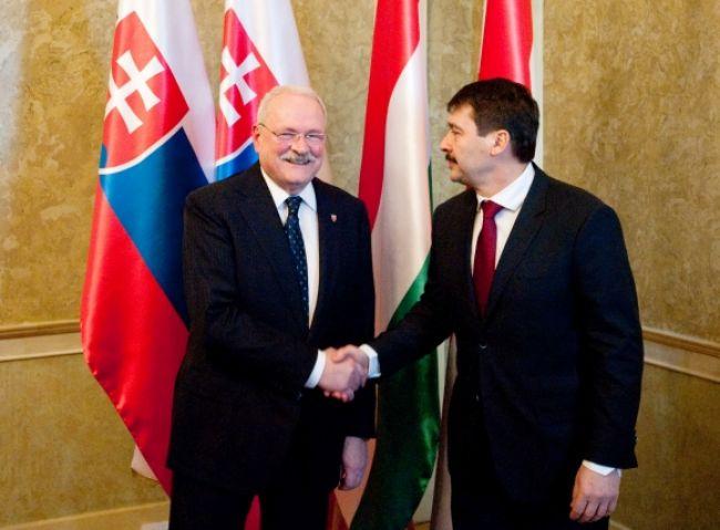 Prezidenti Maďarska a Slovenska si pochvaľujú spoluprácu