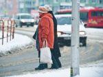Vodiči bojujú so snehom, na cestách sa tvorí ľad