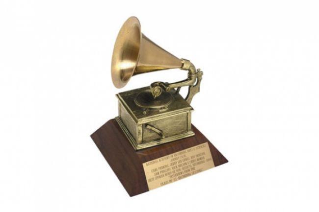 Rozdelia prestížne gramofóniky, hviezdy musia prísť zahalené