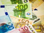 Euro posilnilo voči jenu aj oproti doláru