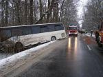 Pri Skalici havaroval autobus, jedna osoba je ťažko zranená