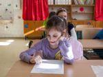 Národnosť detí na vysvedčenia nepatrí, myslia si odborníci