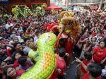 Obrazom: Stovky miliónov Číňanov oslavujú nový rok hada