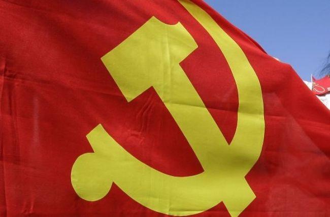Francúzski komunisti zatrhli kosák a kladivo, štvú radikálov