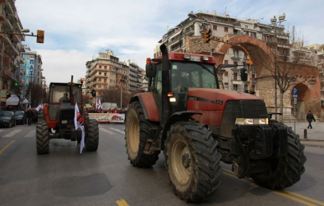 Farmári blokujú cesty na protest proti zvýšeniu daní