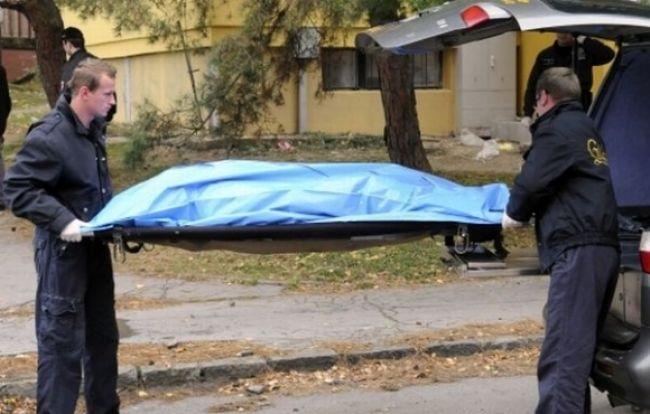 Chodec zahynul na ceste, zachytilo ho auto