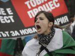 Tisícky Bulharov sa modlilo za upáleného demonštranta