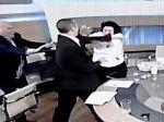 Gréckeho poslanca, ktorý prefackal političku, stíhajú