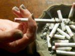 Cigaretový dym od susedov zostane v činžiakoch bez pokuty