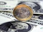 Euro prudko oslabilo, poškodila ho situácia na Cypre
