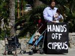 Panika a strach na Cypre, ľudia sa boja o úspory