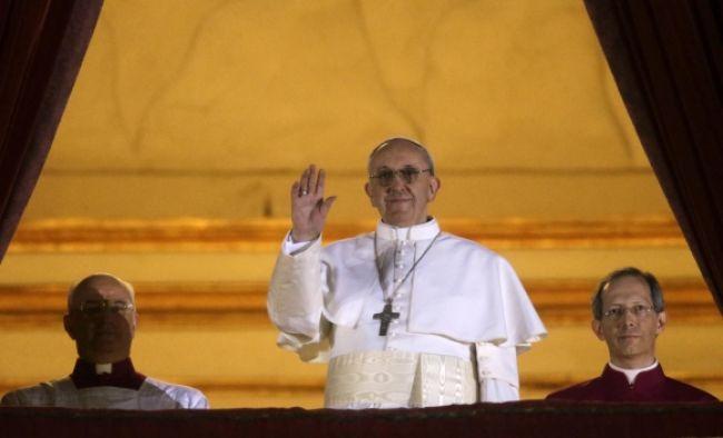 Pápežova sestra nechcela, aby kardináli zvolili jej brata