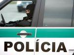 Muž sa vyhrážal záchranárom zabitím, ohrozoval aj policajtov