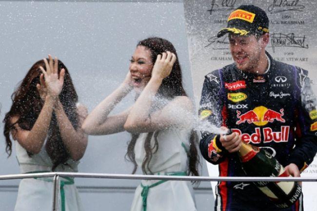 Vettel zvíťazil po dráme v Malajzii, Hamilton rozosmial