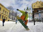 Video: Kyjev je pod snehom, ľudia vytiahli lyže