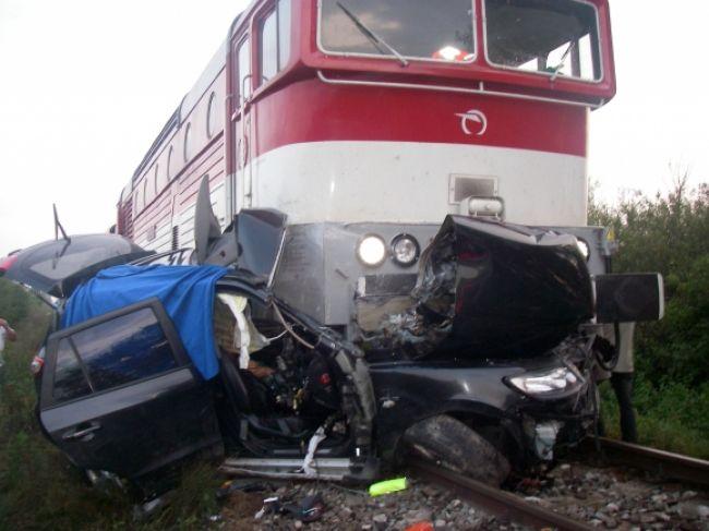 Nehoda pri Dunajskej Strede, vlak sa zrazil s autom