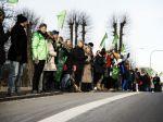 Dánski učitelia vytvorili 35-kilometrovú reťaz