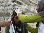 Zemetrasenie v Iráne zabilo desiatky a zranilo stovky ľudí