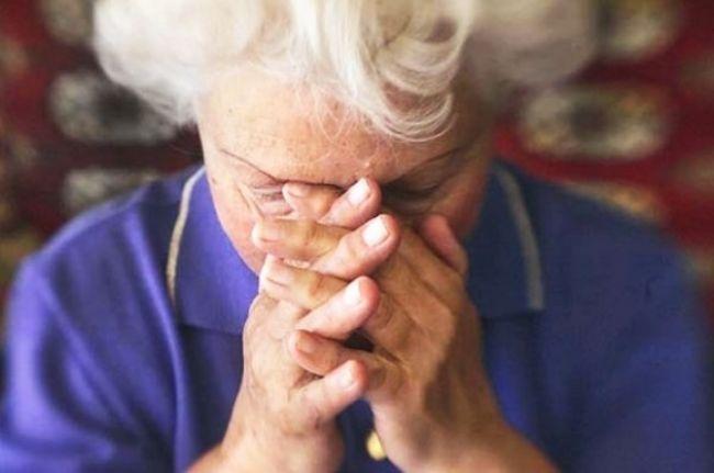 Muž hádzal do dôchodkyne kamene, hrozí mu väzenie