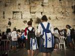Ženy pri Múre nárekov zatkli, nesmú sa modliť ako muži