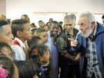 Fidel Castro sa opäť ukázal, otvoril školu