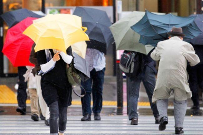 Teplý jarný deň vystrieda búrlivý vietor a dážď