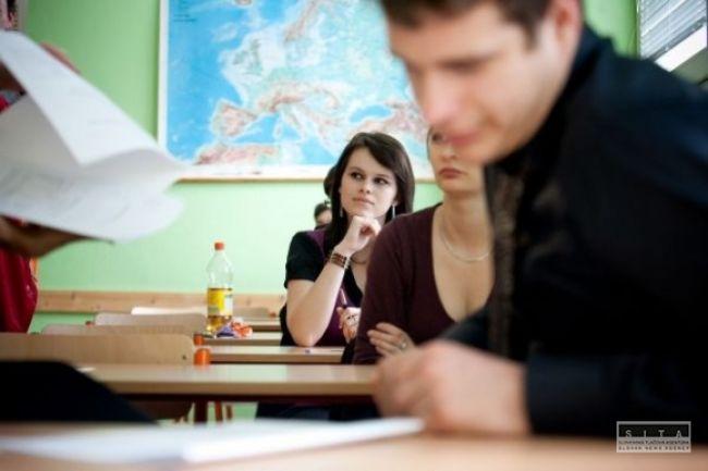 Študentov čakajú náhradné maturity, začnú slovenčinou