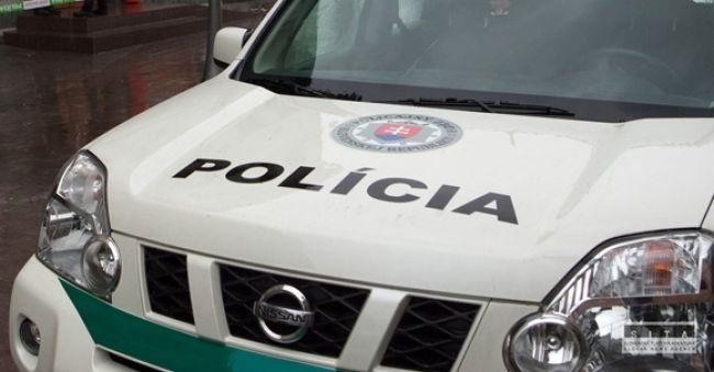 Policajt sa zachoval hrdinsky, zachránil zúfalého muža