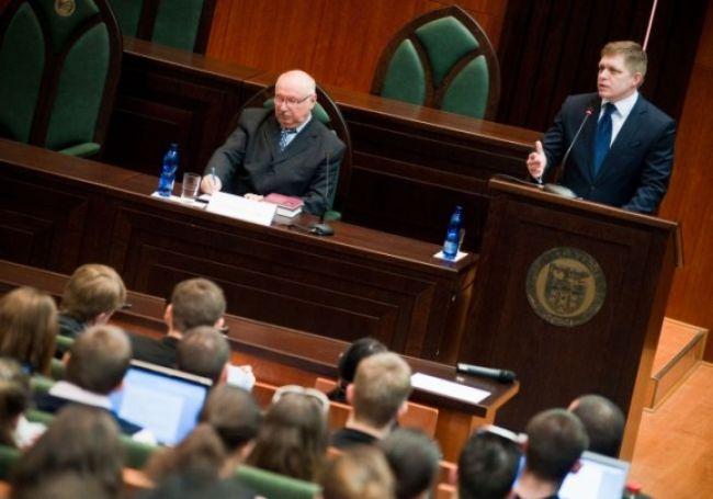 Premiér Fico hovoril študentom o hlbšej integrácii EÚ