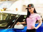 Kvalitu áut na autosalóne dopĺňa krása hostesiek