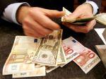 Euro oslabilo voči doláru, kvôli medziročnej inflácii