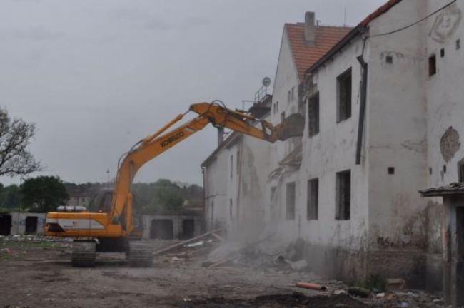Rómovia zničili bytovku, dostali náhradné bývanie