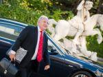 Dušan Čaplovič sľúbil viac peňazí na národnostné učebnice