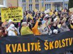 Učitelia budú opäť štrajkovať pred parlamentom