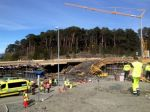 V Nórsku sa zrútil most, pracovali na ňom robotníci