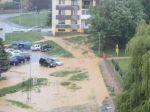 Video: Rožňavou sa prehnala prietrž, voda posúvala autá